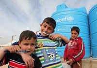 © UNICEF Jordan/2013 UNICEF distributes hygiene kits to all the refugees arriving at the Za'atari refugee camp. They include soaps, shampoo, towels, combs, toilet paper and toothbrushes.