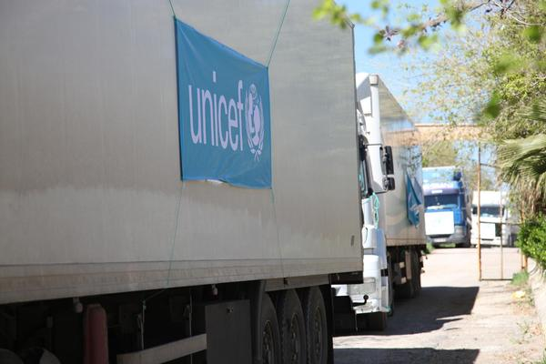 Trucks carrying humanitarian aid head out from Nusaybin, Turkey bound for Al-Qamishli in Syria. UNICEF plans to send 17 trucks filled with aid, as part of the first-ever UN humanitarian convoy from Turkey to Syria. © UNICEF/NYHQ2014-0312/Feyzioglu
