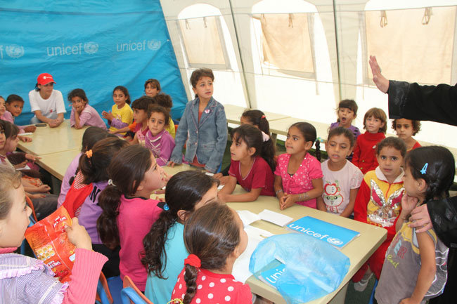 أكثر من 31,000 طفلاً سورياً يذهبون إلى الدراسة في المجتمعات المضيفة في الأردن