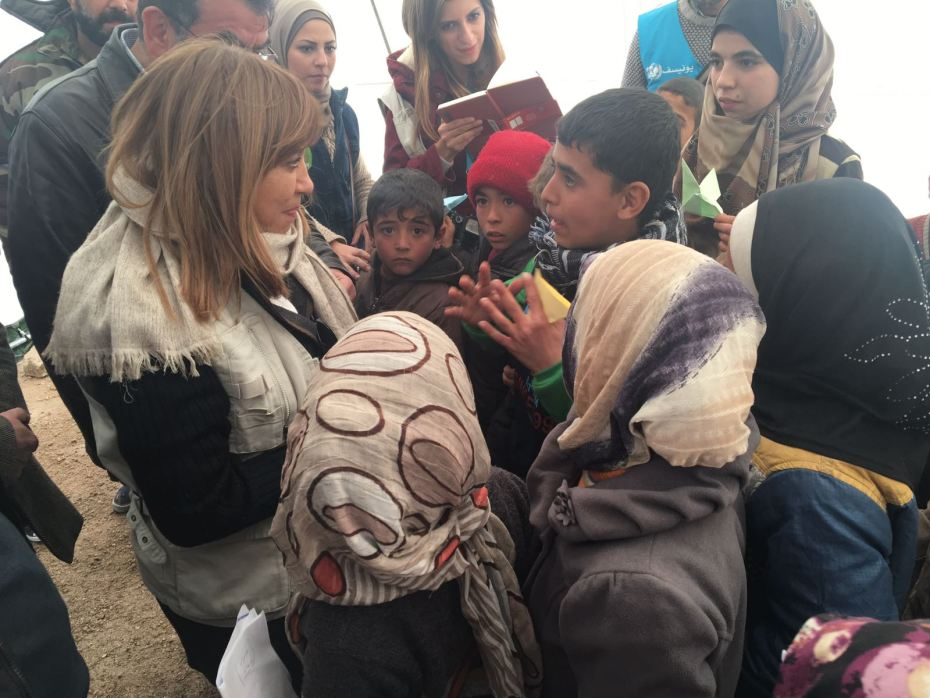 ©UNICEF/Syria/2016/Al-Issa  Hanaa Singer, UNICEF Representative to the Syrian Arab Republic talks with children at a shelter in Jibreen where some 8,000 people displaced by fighting in east Aleppo are housed.