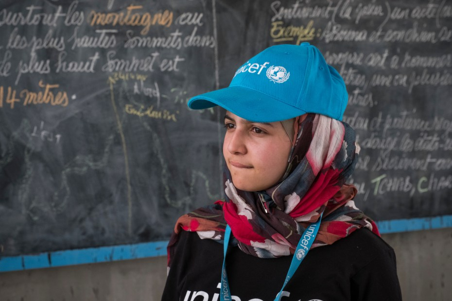 ©UNICEF/UN060490/Sokhin Syrian refugee and education activist Muzoon Almellehan visits a classroom at Yakoua school in Bol, Lake Region, Chad, Friday 21 April 2017. There are 500 displaced children attending the school of 800 students and only eight teachers, causing strain on an already weak education system in Chad.