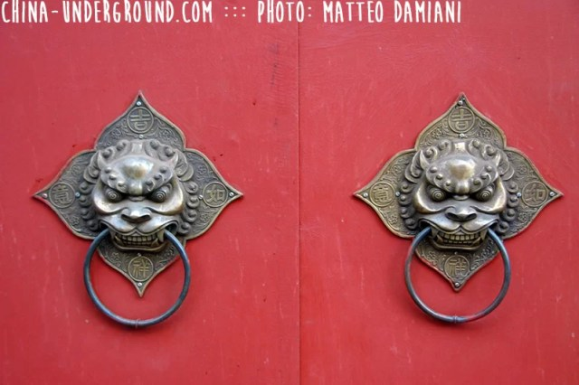 red-chinese-door-3