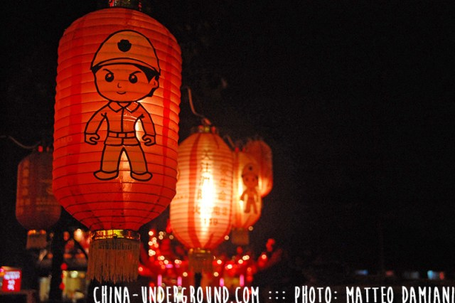 red-chinese-lantern-nigh-2t