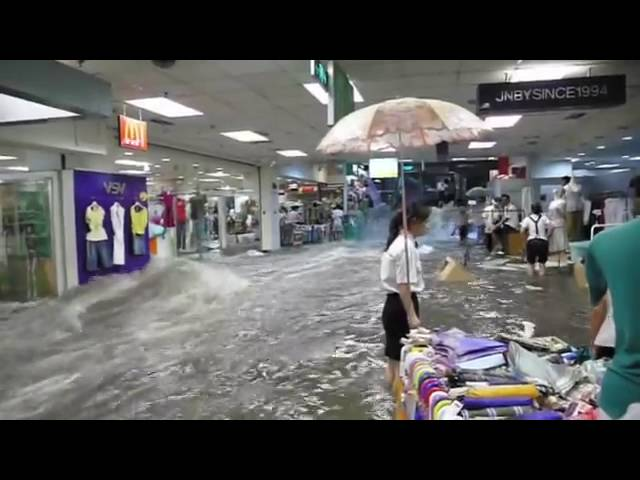 Impressive Flood hits a Chinese shopping center