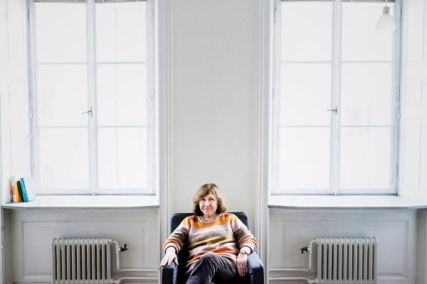 """STOCKHOLM 20131024 Vitryska författaren Svetlana Aleksijevitj är i Sverige för att delta på den internationella litteraturfestivalen på Moderna museet. Hon är aktuell med boken """"Tiden second hand"""". Foto: Vilhelm Stokstad / TT / Kod 11370"""