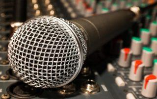 microphone-626618_960_720-688x459_1200x750