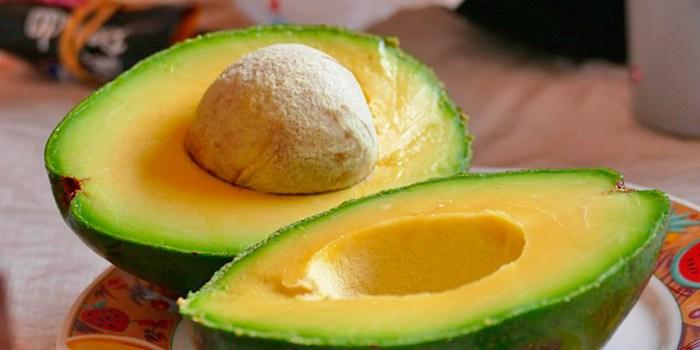 Afinal, abacate engorda? Quais são os benefícios do seu consumo?