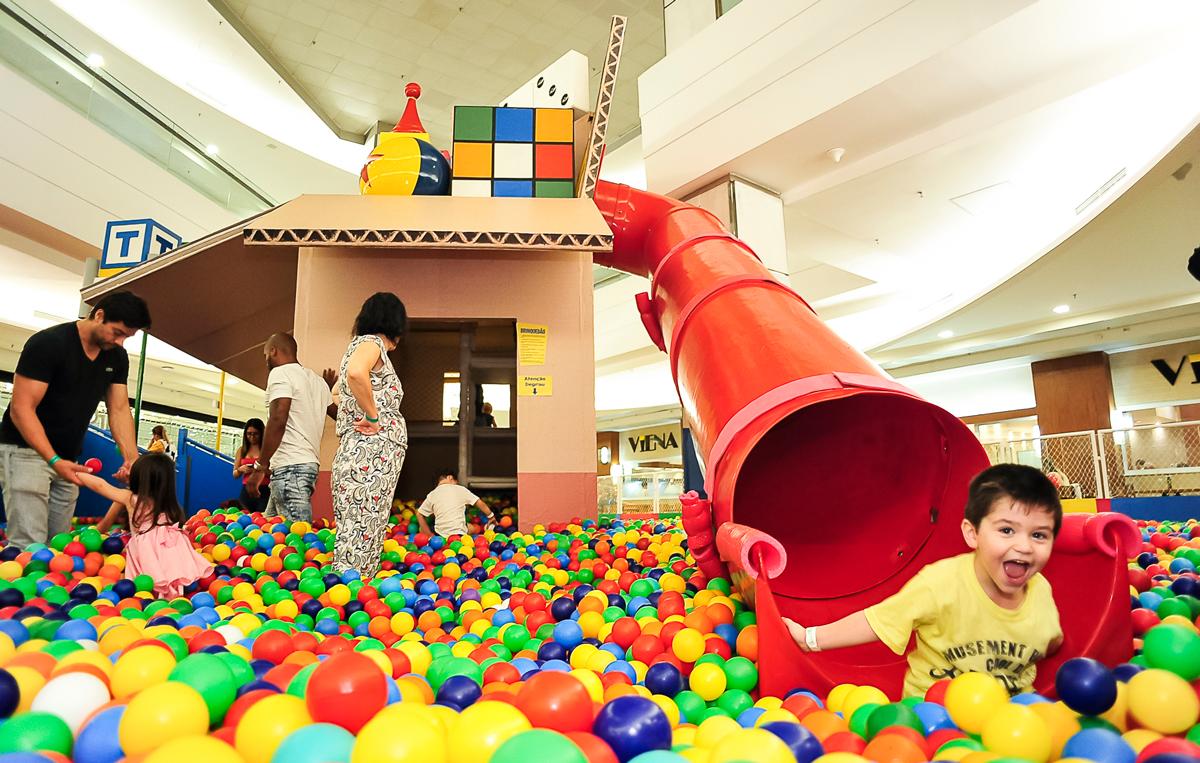 Toy Story invade mar de bolinhas no Mooca Plaza Shopping