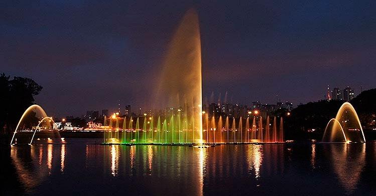 Fonte do Ibirapuera faz espetáculo em homenagem aos 464 anos de São Paulo