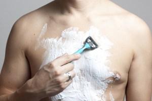 Brusthaare rasieren