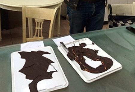 実際に選んだカカオ豆をクーベルチュール状にして、最終チェックを行う。ここでシャポンのOKが出た豆のみが、チョコレートとして加工されていく
