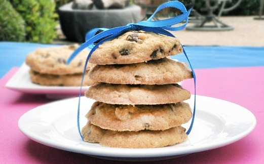 healthy chocolate chip cookies! http://chocolatecoveredkatie.com/