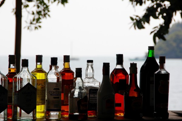 alcohol-1198643_1920