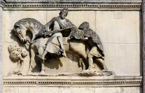 Statue de Saint Martin de Tours coupant son manteau en deux