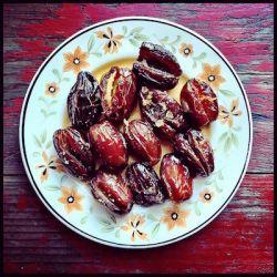 broiled-saffron-dates