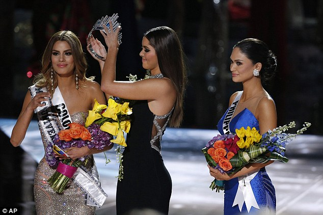 2F8A9E1600000578-3369101-It_was_actually_Miss_Philippines_Pia_Alonzo_Wurtzbach_who_had_ta-a-83_1450718320026