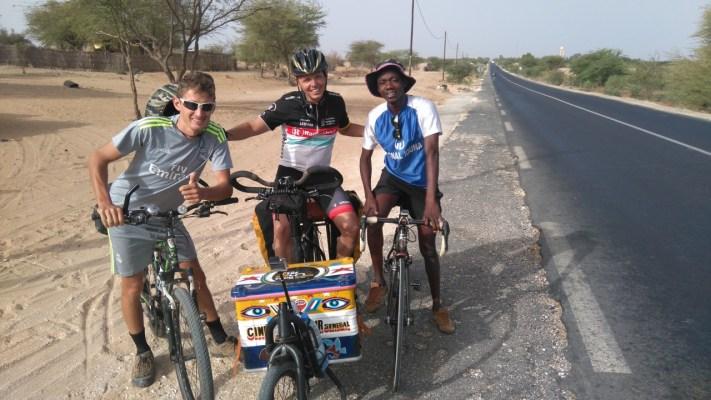 """Vincent, Cyril et Yoro : """"C'est vous Cinécyclo ?"""" Photo@Cyril"""