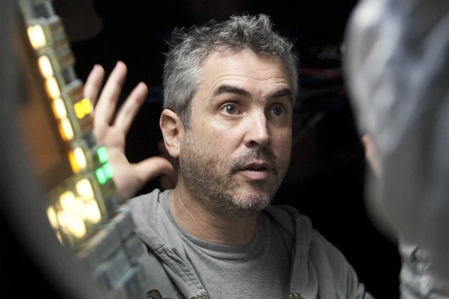 Alfonso Cuarón directing Gravity