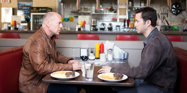 Bruce Willis et Joseph Gordon-Levitt dans Looper de Rian Johnson