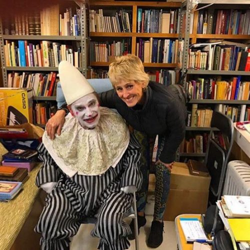 Mercedes Mila en el carromato biblioteca del Circo Raluy