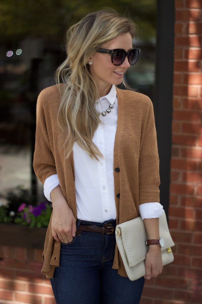 white-oxford-buttonup-fall-preppy-outfit-city-peach