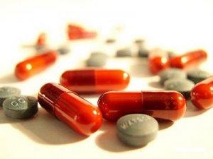 13. Internacional: Laboratorio autoriza fabricación de genéricos de sus productos contra el VIH en países pobres. (Latinoamérica excluida de acuerdo)