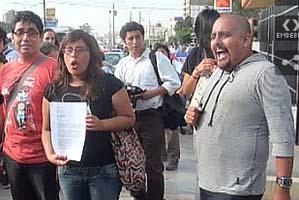 05. Perú: Lesbianas y gays protestaron frente radio por declaraciones homofóbicas de conductor