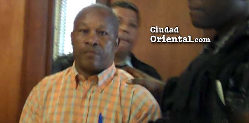 Condenado a 20 años policía mató un hombre e hirió otro en Los Mina