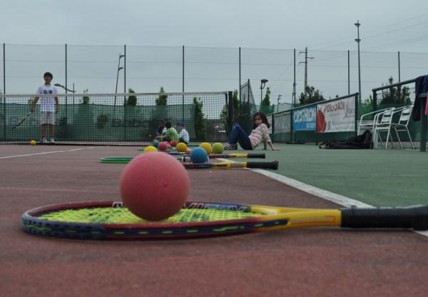 O CLAC ensina Ténis aos mais Jovens nas Escolas e nas Férias Desportivas Municipais