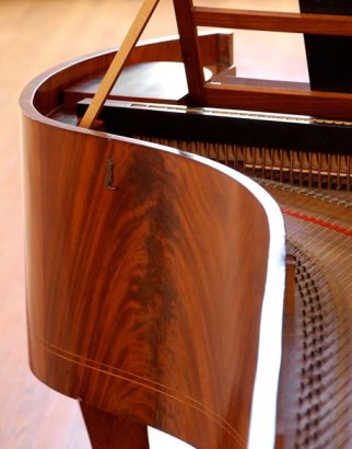 The mahogany veneer and Biedermeier lines of the ca. 1830 piano by Tröndlin, Leipzig, in the Frederick Collection (Christopher Greenleaf photo)