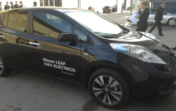 nissan leaf black