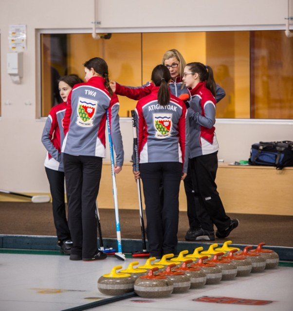 Coach Wendy Miller talks to her Team Northwest Territories team during their first game (Detour Photography)