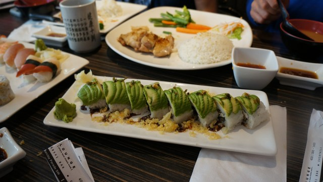 Sumo Lounge Caterpillar roll