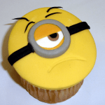 Cupcake decorado como Minion Stuar por Rosa Quinterot