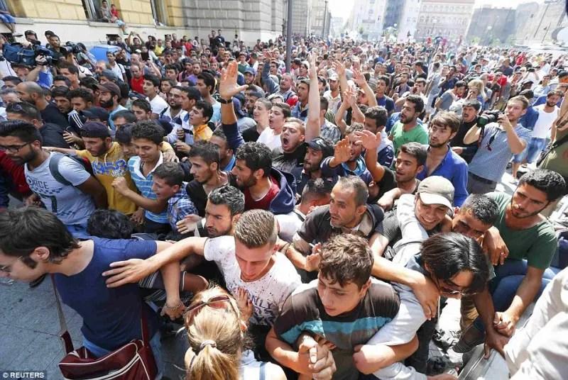 Romania va acorda peste 500.000 de lei pentru ajutorarea refugiatilor