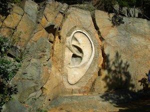 oreille-gravee-dans-la-roche
