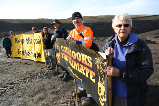 Auckland Coal Action: Activists carry out Waikato coal mine inspection, leave climate message