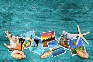 46622907-fotos-y-conchas-de-mar-sobre-fondo-de-madera-azul-viajar-Foto-de-archivo