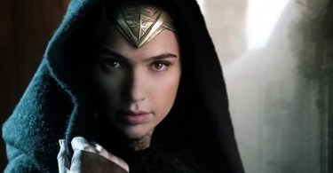 Gal-Gadot-in-Wonder-Woman-wearing-robe