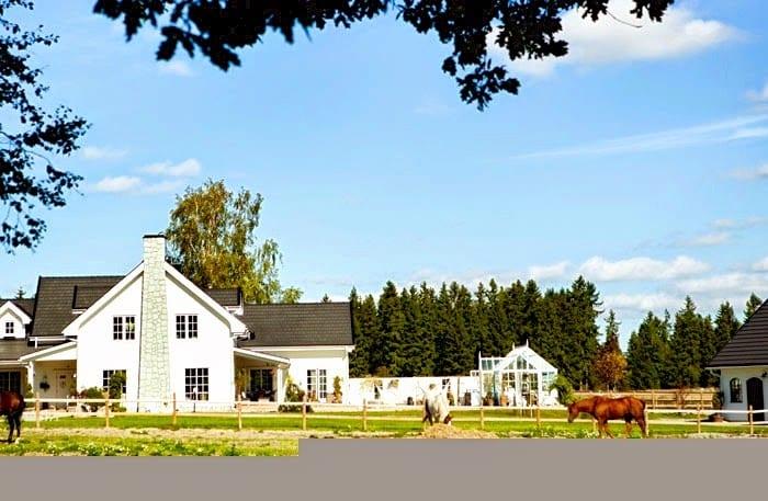 swedish-horse-farm-new-england-style-exterior-cococozy