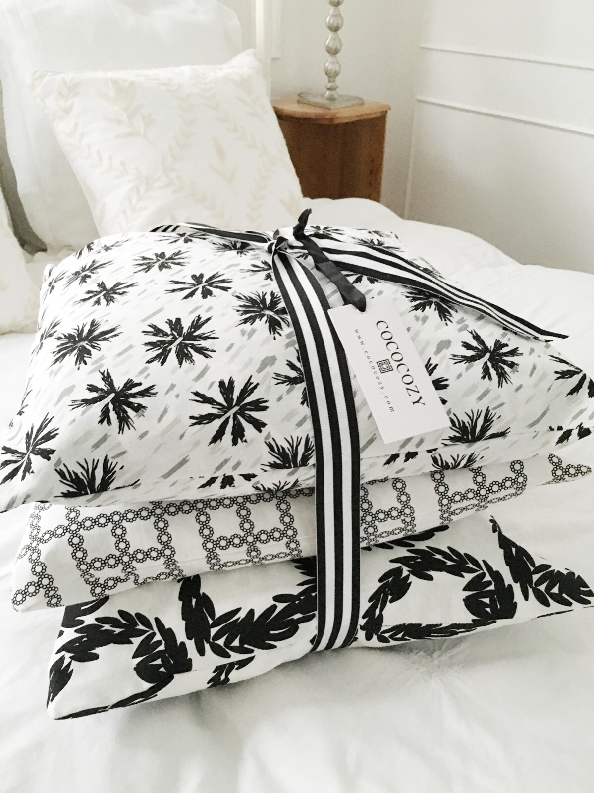 Home Sweet Home Decor – COCOCOZY Black & White Pillows