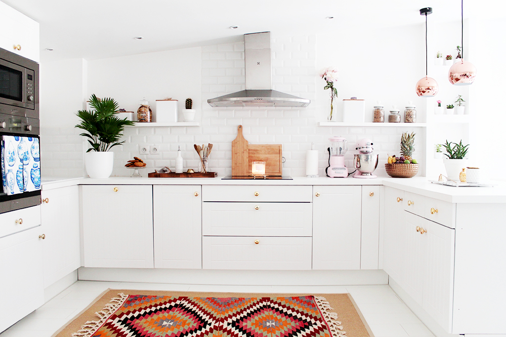 Small White Kitchen Kilim Rug