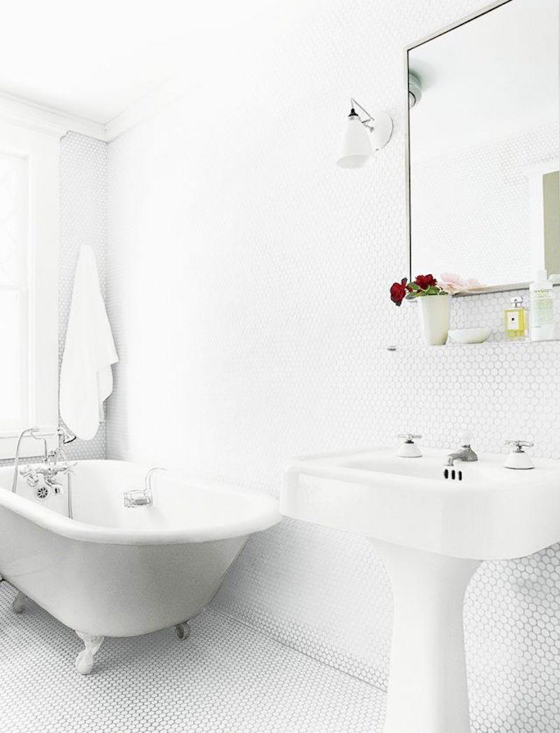 27 Creative White Penny Tiles Bathroom | eyagci.com
