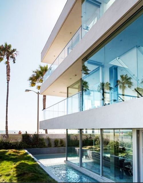 Exterior of the modern Flip Flop House in Venice Beach, CA