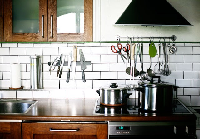 kitchen subway tile backsplash white black grout knife knives magnet rack floating shelf storage