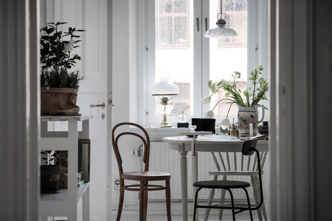 Cozy home with lovely details - via cocolapinedesign.com-15.jpg--1327350744-rszww1170-80