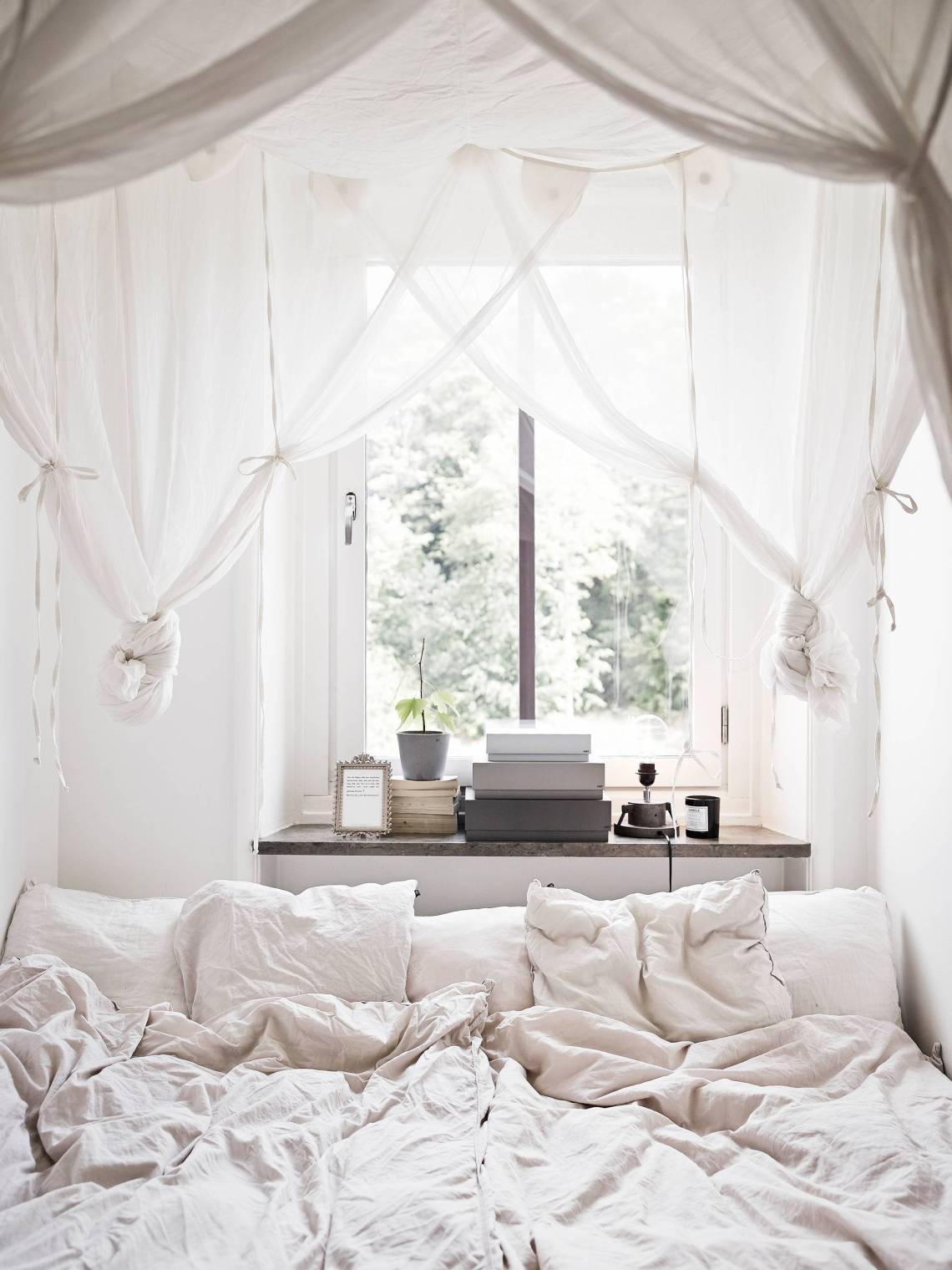 3 dreamy bedroom ceilings - via cocolapinedesign.com