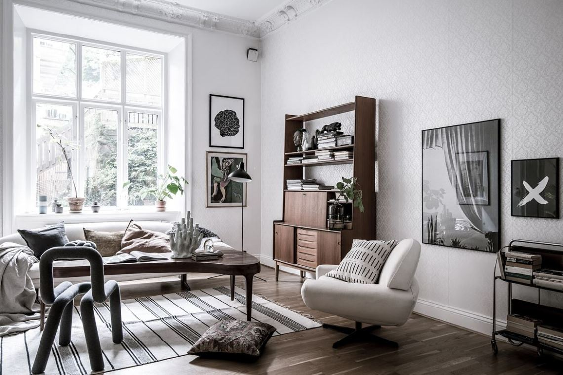 Characterful home with lots of artwork - via cocolapinedesign.com