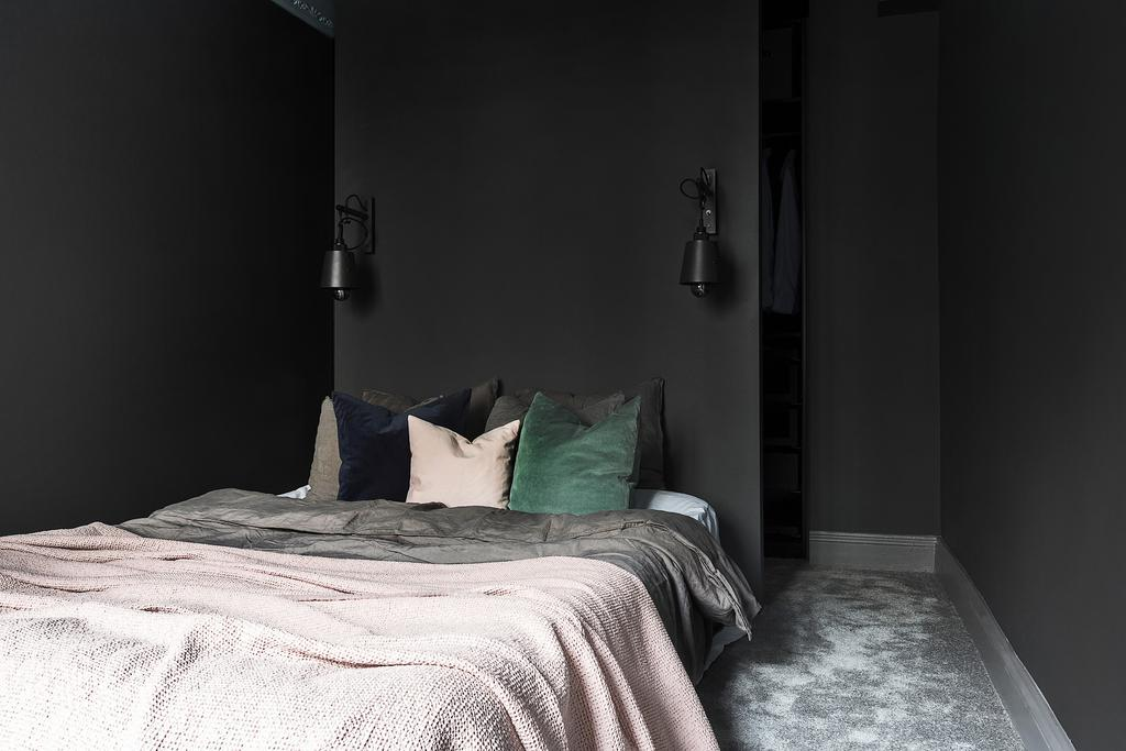 Home in dark colors - via Coco Lapine Design