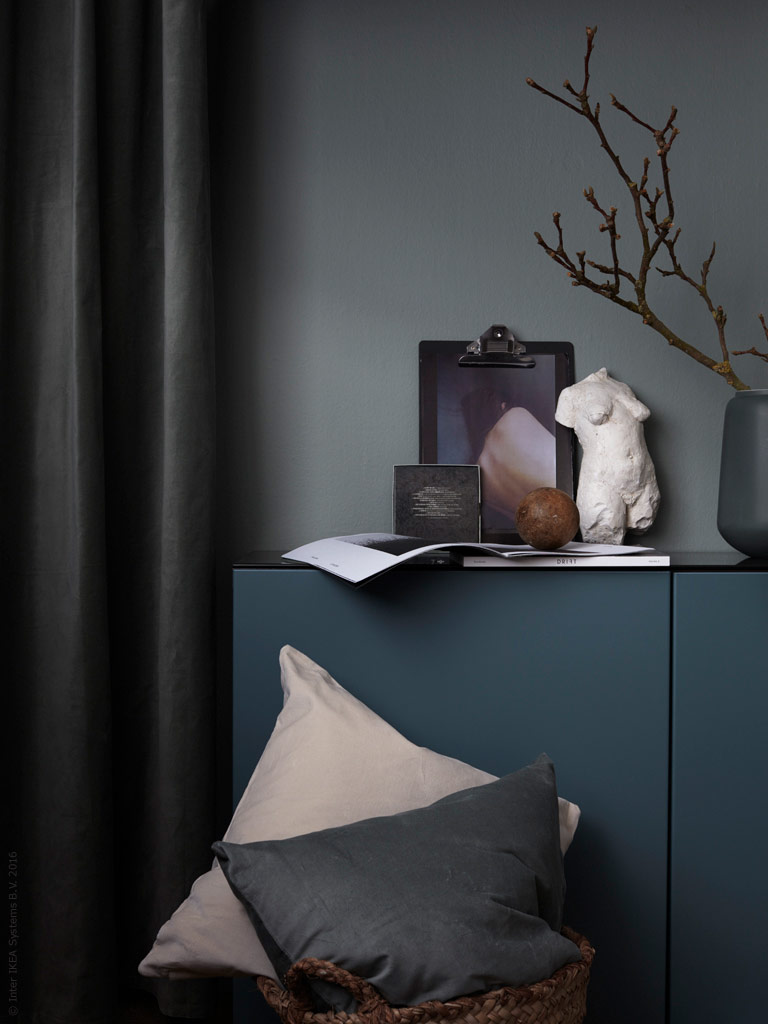 Bedroom in dark hues - via Coco Lapine Design